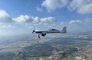 Rolls-Royce réussit le premier vol d'essai de son avion 100% électrique