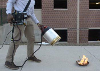 Deux étudiants américains dévoilent un extincteur… à infrasons !