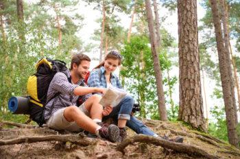 Top10 des matériels high tech essentiels pour une randonnée réussie